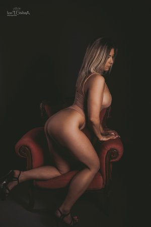 Elisa-rose live escort in Holly Springs